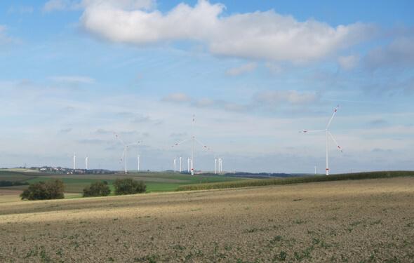 Eine Fotomontage aus dem Jahr 2016 des geplanten Windparks Käshofen (Bild: ABO Wind)