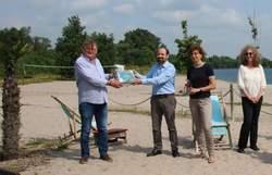 Am Projektabschluss nahmen unter anderem teil (von links): Der Eicher Ortsbürgermeister Bernd Hermann, die beiden juwi-Projektmanager/in Markus Pauly und Astrid Stork sowie vom Planungsbüro Brauner aus Worms Andrea Prior (Bild: juwi)