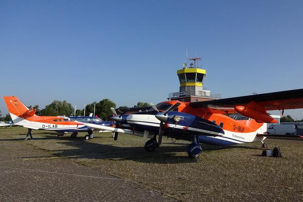 Beide Forschungsflugzeuge der TU Braunschweig vor einem gemeinsamen Messflug (Bild: Astrid Lampert)