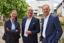 Die Geschäftsleitung der UmweltBank: Heike Schmitz, Goran Basic und Jürgen Koppmann (v.l.n.r.) (Bild: UmweltBank)