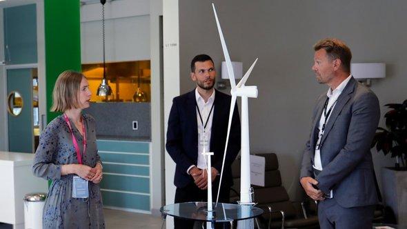 Minister of Trade and Industry Iselin Nybø met Florian Schuchert (vice president Offshore wind technology) and Jens Økland (senior vice president for Business development in Renewables)  (Image: Arne Reidar Mortensen / Equinor ASA)