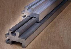 Mit GLISS-COAT® FLOCK beschichtete Laufschienen aus Aluminium für die Möbelindustrie